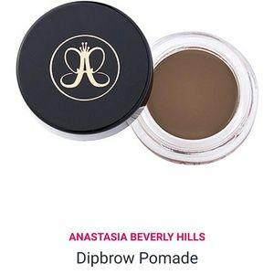 Anastasia Beverly Hills dipbrow pomade soft brown